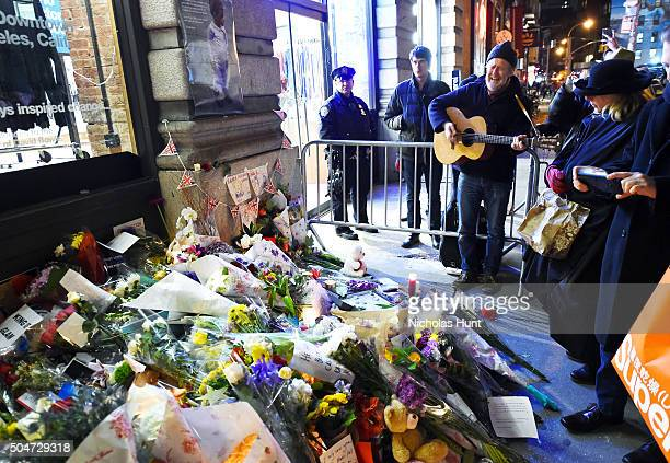 Musician Glen Hansard performs as fans and wellwishers gather to pay tribute to David Bowie at his New York City home on January 12 2016 in New York...