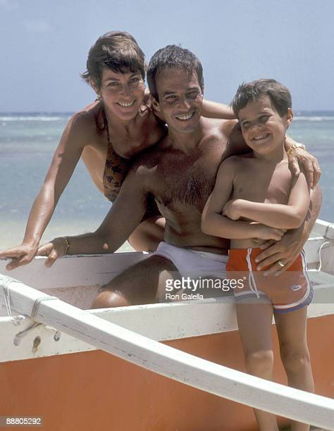Musician Helen Reddy, husband Manager Jeff Wald, and son Jordan Sommers vacation in Hawaii on March 29, 1980 they pose for photographs at the Kahala...