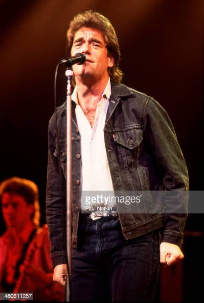 Musician Huey Lewis performs onstage Chicago Illinois August 13 1988