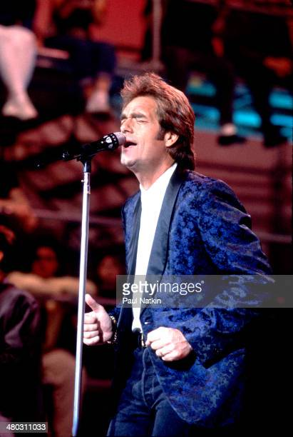 Musician Huey Lewis performs onstage Chicago Illinois June 2 1994