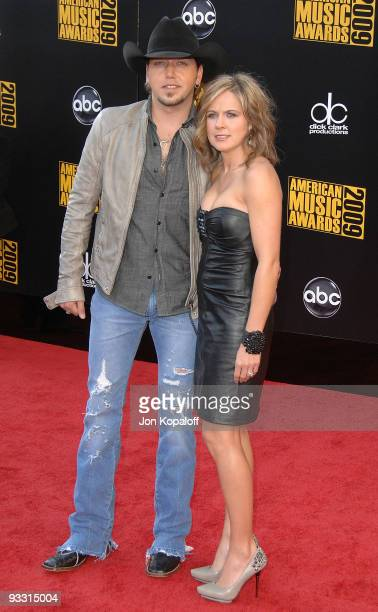 Musician Jason Aldean and Jessica Aldean arrive at the 2009 American Music Awards at Nokia Theatre L.A. Live on November 22, 2009 in Los Angeles,...
