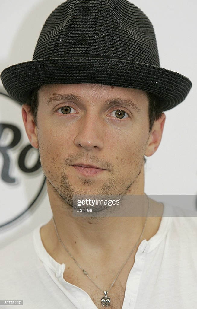 Musician Jason Mraz poses in the press room at the Hard Rock Calling ... b9a7a0f2982