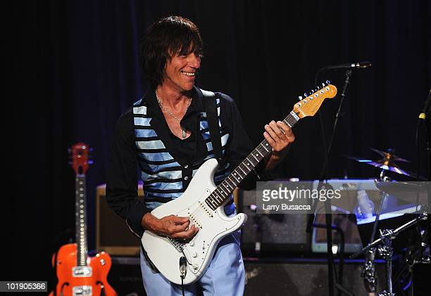Musician Jeff Beck performs onstage at Les Paul's 95th Birthday with Special Intimate Performance at Iridium Jazz Club on June 8, 2010 in New York...