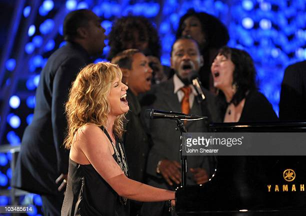 Musician Jennifer Nettles of Sugarland performs during a pretaped performance for the GRAMMY Nominations Concert at Club Nokia on December 1 2009 in...