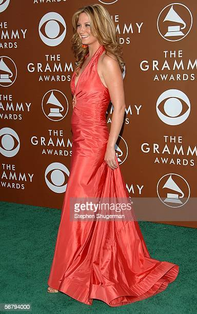 Musician Jennifer Nettles of the group Sugarland arrives at the 48th Annual Grammy Awards at the Staples Center on February 8 2006 in Los Angeles...
