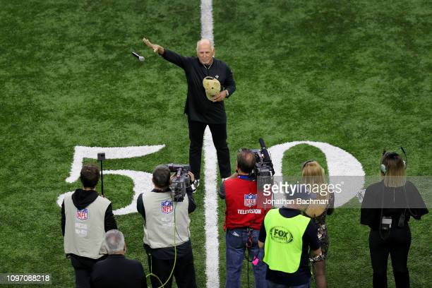 Musician Jimmy Buffett sings the national anthem prior to the NFC Championship game between the Los Angeles Rams and the New Orleans Saints at the...