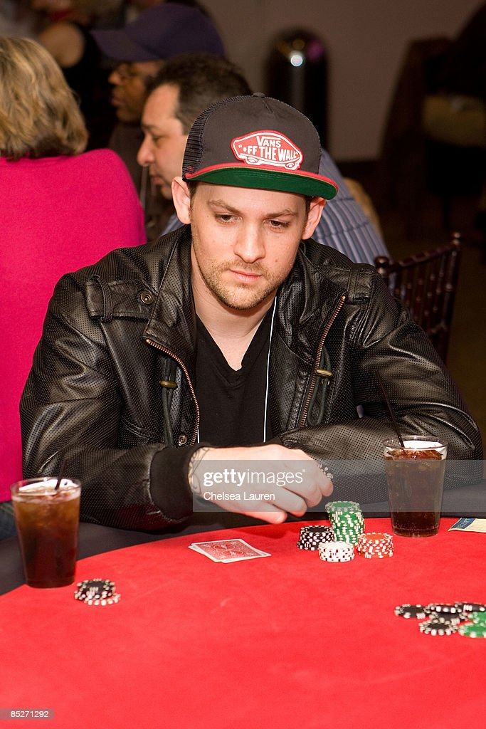 Stars and strikes poker tournament feeling like crap after eating