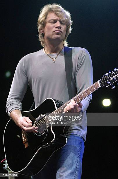 Musician Jon Bon Jovi performs during Democratic vice presidential candidate John Edwards' A Fresh Start for America rally on October 29 2004 at...