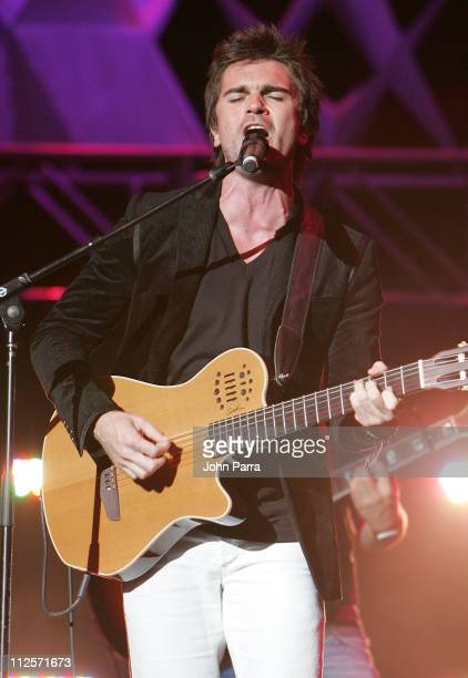 Musician Juanes performs during the Amor A La Musica 2007 concert on October 28, 2007 at the American Airlines Arena in Miami, Florida.
