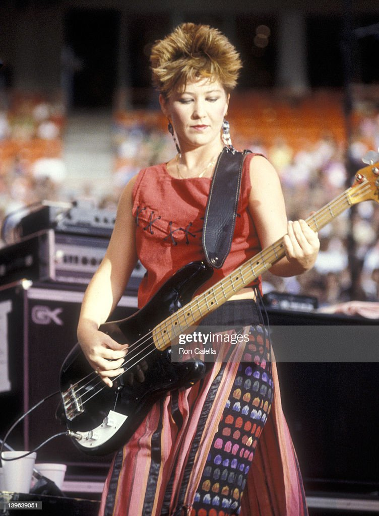 Großartig Musician Kathy Valentine Of The GoGou0027s Performs In Concert On September 9  1983 At Anaheim Stadium