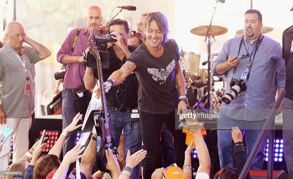 "Keith Urban Performs On NBC's ""Today"" : News Photo"