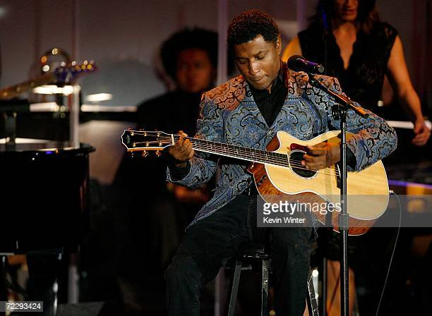 Musician Kenneth 'Babyface' Edmonds performs at the 17th Annual MercedesBenz Carousel of Hope Ball at the Beverly Hilton Hotel on October 28 2006 in...