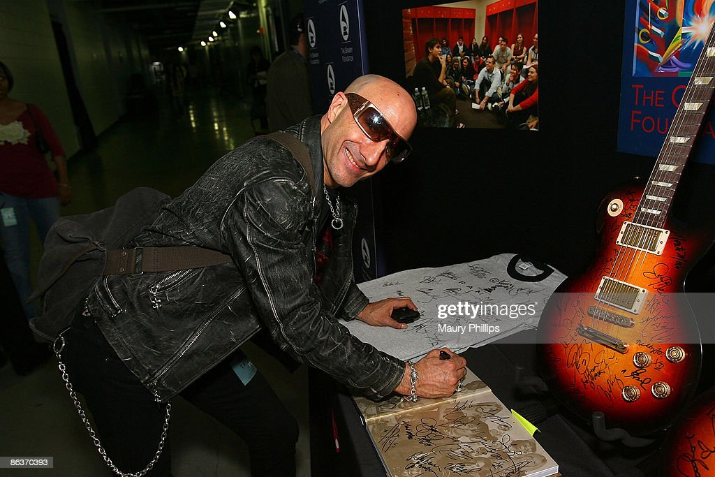 50th Annual Grammy Awards - MusiCares Signings - Day 3 : News Photo