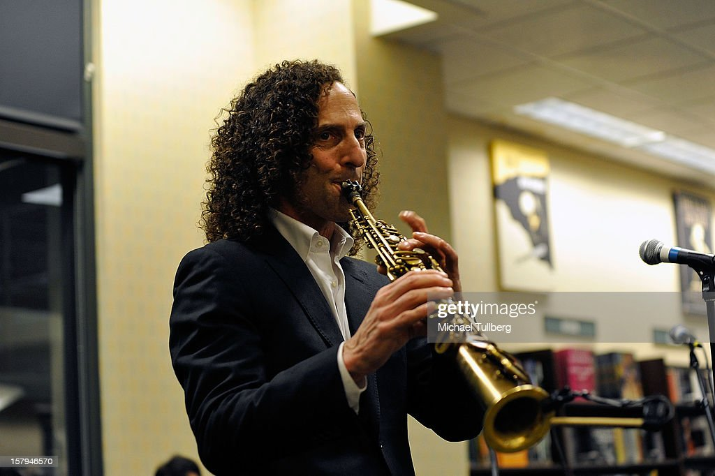 Kenny G Christmas.Musician Kenny G Performs At A Reading Of The New Christmas