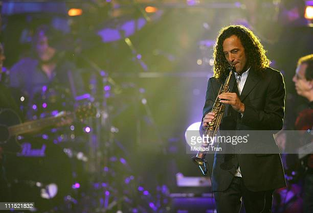 Musician Kenny G performs onstage during the 2008 Latin Recording Academy Person of the Year awards tribute to Gloria Estefan held at the George R...