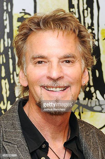Musician Kenny Loggins attends the storytime and signing event for 'Frosty The Snowman' at Barnes Noble bookstore at the 3rd Street Promenade on...