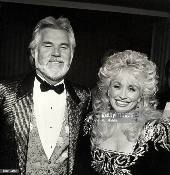 Musician Kenny Rogers and singer Dolly Parton attending 'The RP Foundation Fighting Blindness Humanitarian Awards Dinner' on April 19, 1988 at the...