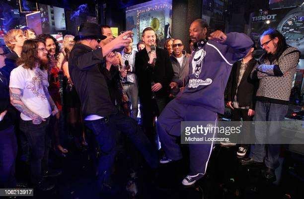 Musician Kid Rock, MTV VJ Carson Daly, MTV VJ Damien Fahey, rapper Ludacris , rapper Snoop Dogg and musician Jonathan Davis of Korn stand on stage...