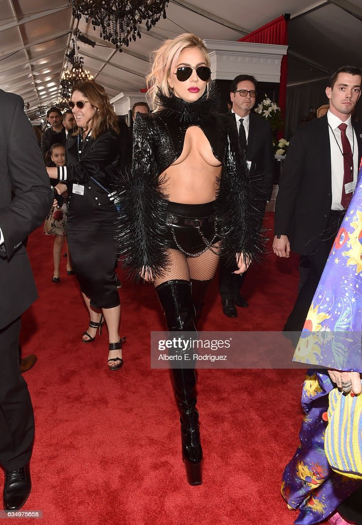 The 59th GRAMMY Awards - Red Carpet : News Photo