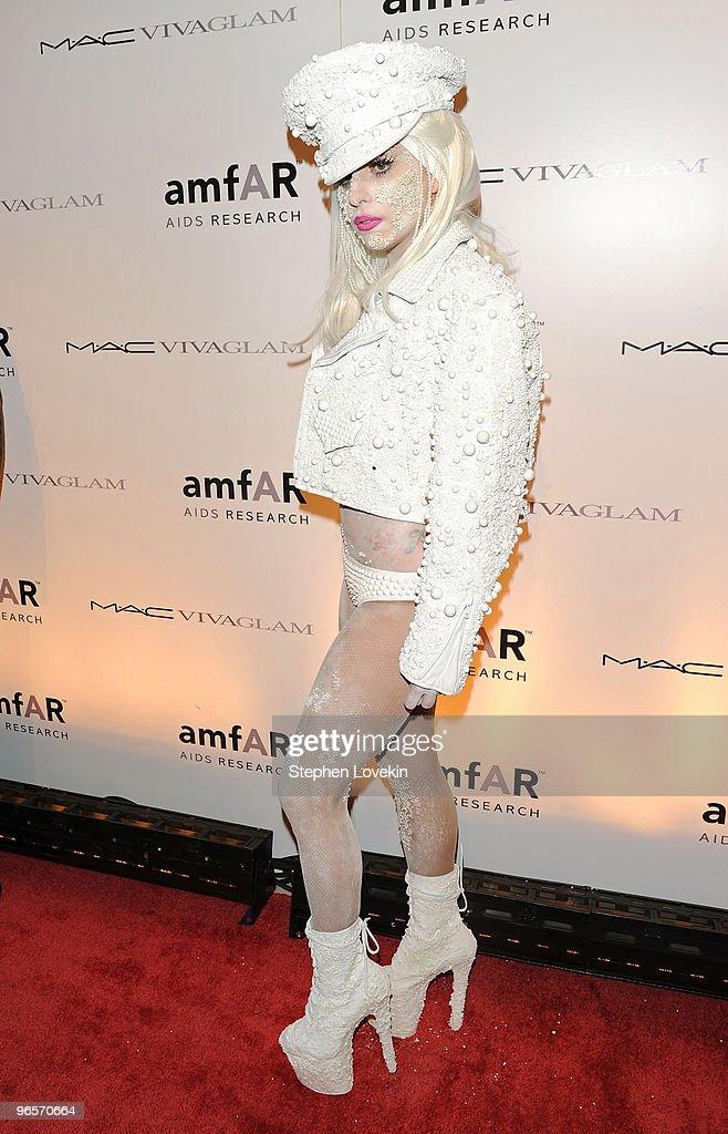 amfAR New York Gala To Kick Off Fall 2010 Fashion Week - Arrivals : News Photo