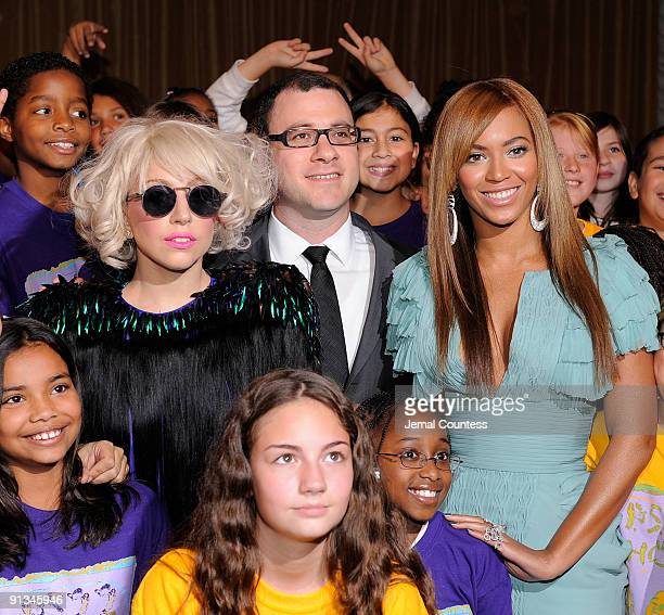 Musician Lady Gaga Billboard Magazine Editor and Cheif Bill Werde and singer Beyonce pose the childrens chorous from PS 22 at Billboard's 4th Annual...