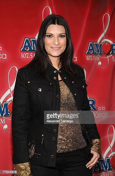 Musician Laura Pausini poses in the press room during the Amor A La Musica 2007 concert on October 28 2007 in Miami Florida
