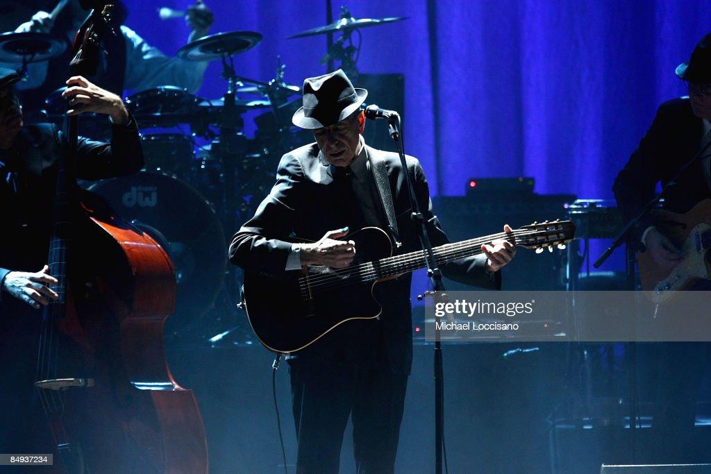 Leonard Cohen Performs at the Beacon Theatre : News Photo