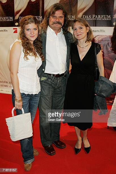 Musician Leslie Mandoki his daughter Lara and wife Eva attend the world premiere of the film Das Parfum September 7 2006 in Munich Germany