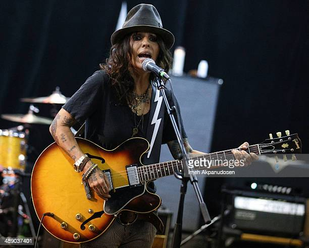 Musician Linda Perry of 4 Non Blondes performs during an intimate rehearsal session on May 9 2014 in North Hollywood California