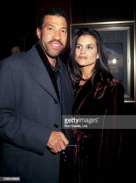 Musician Lionel Richie and Diane Alexander attend the premiere of The Preacher's Wife on December 9 1996 at the Ziegfeld Theater in New York City