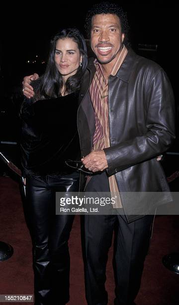 Musician Lionel Richie and Diane Alexander attend the world premiere of Ali on December 12 2001 at Grauman Chinese Theater in Hollywood California