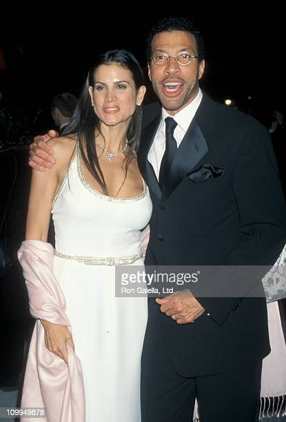 Musician Lionel Richie and Diane Alexander attend Vanity Fair Oscar Party on March 21 1999 at Morton's Restaurant in West Hollywood California