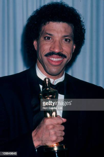 Musician Lionel Richie attends 58th Annual Academy Awards on March 24 1986 at the Dorothy Chandler Pavilion in Los Angeles California