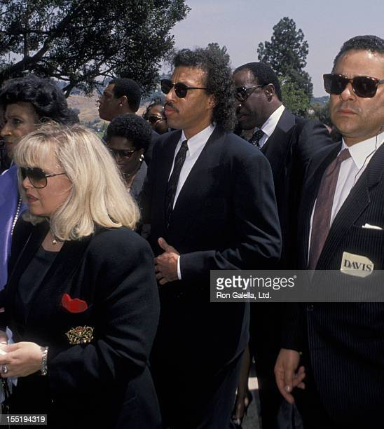 Musician Lionel Richie attends Sammy Davis Jr Funeral Service on May 18 1990 at Forest Lawn Memorial Park in Los Angeles California