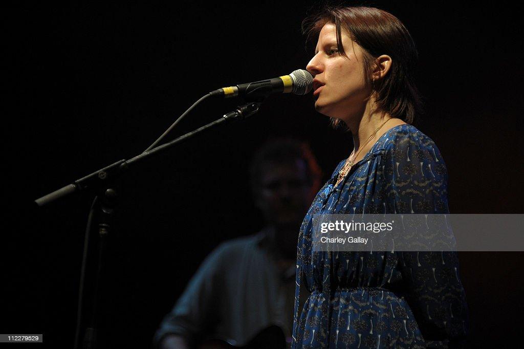 Coachella Valley Music & Arts Festival 2011 - Day 2 : News Photo