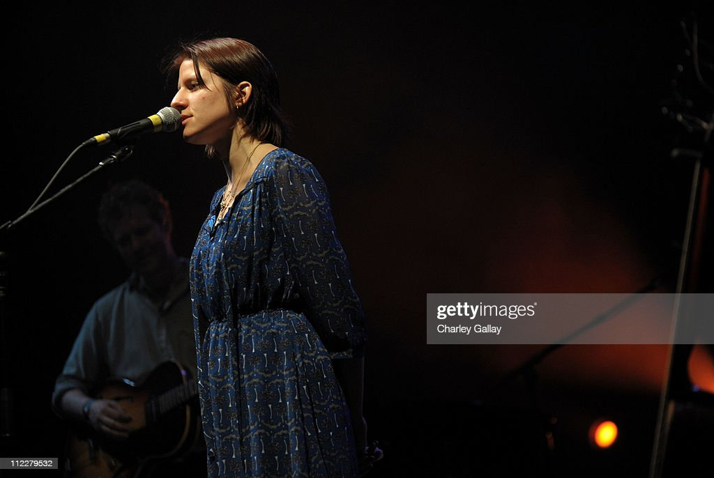 Coachella Valley Music & Arts Festival 2011 - Day 2 : News Photo