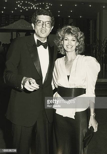 Musician Marvin Hamlisch and Cyndy Garvey attend Celebration for 100 Years of the Performing Arts on May 13 1984 at the Metropolitan Opera House in...