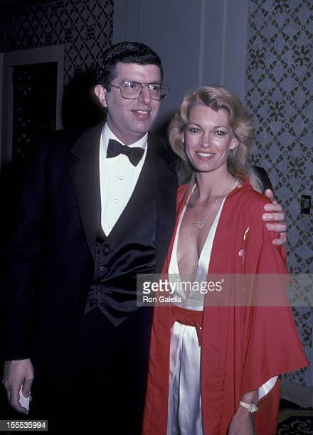 Musician Marvin Hamlisch and Cyndy Garvey attend the party for 36th Annual Tony Awards on June 6 1982 at the Waldorf Hotel in New York City