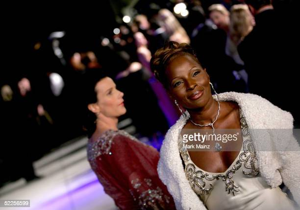 Musician Mary J Blige and actress Rachel Griffiths arrive at the Vanity Fair Oscar Party at Mortons on February 27 2005 in West Hollywood California