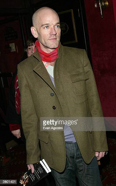 "Musician Michael Stipe of R.E.M. Arrives at the world premiere of ""Mona Lisa Smile"" at the Ziegfeld Theatre December 10, 2003 in New York City."