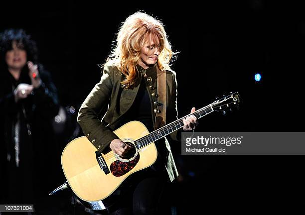 """Musician Nancy Wilson of the band Heart performs onstage during """"VH1 Divas Salute the Troops"""" presented by the USO at the MCAS Miramar on December 3,..."""