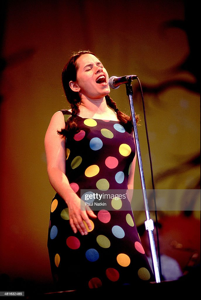 Natalie Merchant Performs Onstage : News Photo
