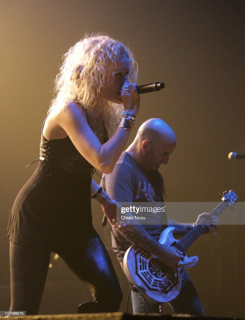 Velvet Revolver in Concert