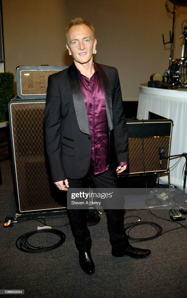 """Phil Collen Visits """"Rain - A Tribute To The Beatles"""" On Broadway : News Photo"""