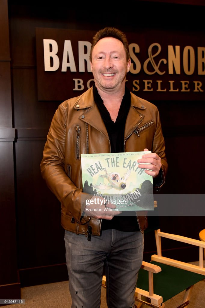 "Julian Lennon Signs Copies Of His New Book ""Heal The Earth"" : News Photo"