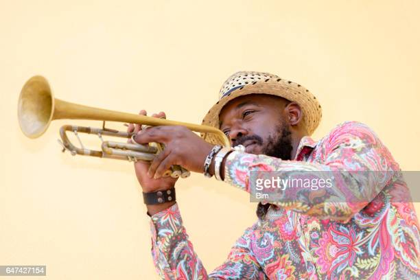 Muzikant speelt trompet, Havana, Cuba