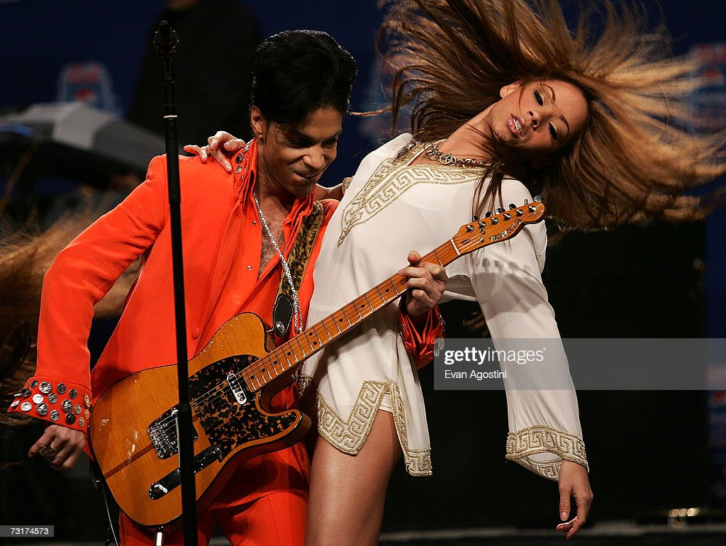 Musician Prince performs during the Super Bowl XLI Half-Time Press Conference at the Miami Convention Center on February 1, 2007 in Miami, Florida.