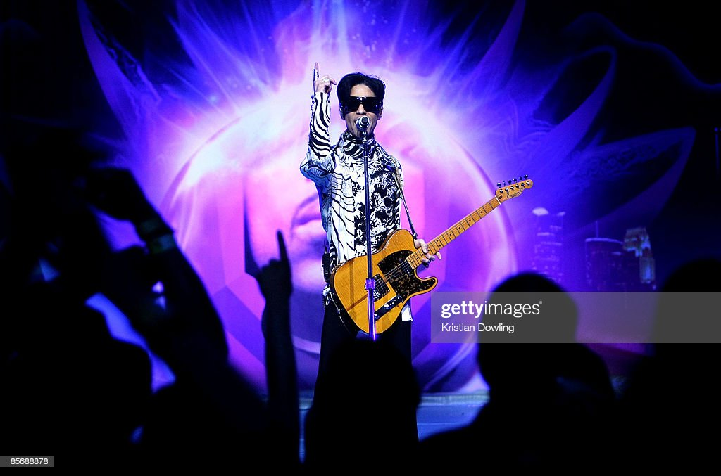 "Prince And Lotusflow3r.com Make History With ""One Night... Three Venues"" : News Photo"