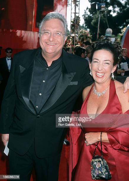Musician Randy Newman and wife Gretchen Newman attending 72nd Annual Academy Awards on March 26 2000 at the Shrine Auditorium in Los Angeles...