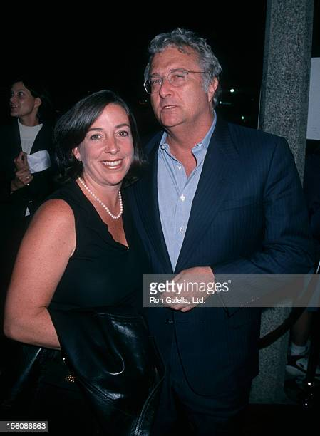 Musician Randy Newman and wife Gretchen Newman attending the premiere of 'Pleasantville' on October 19 1998 at Mann National Theater in Westwood...